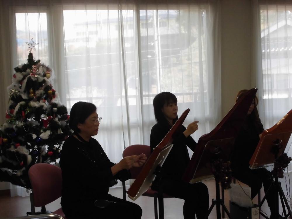 """西洋楽器の音色から """"ふるさと"""" """"北の国から""""など日本の聞き覚えのある曲を約1時間ほど演奏していただき、最高のクリスマスプレゼントとなりました。 6581c552170"""
